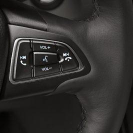 Installer un nouvel autoradio sans perdre les commandes au volant
